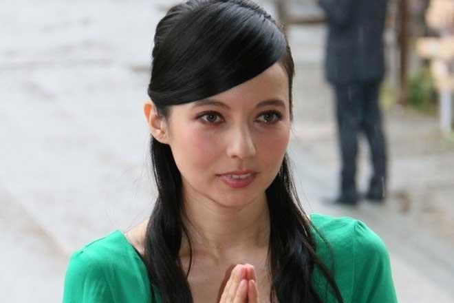だれですか?/ Who is she?